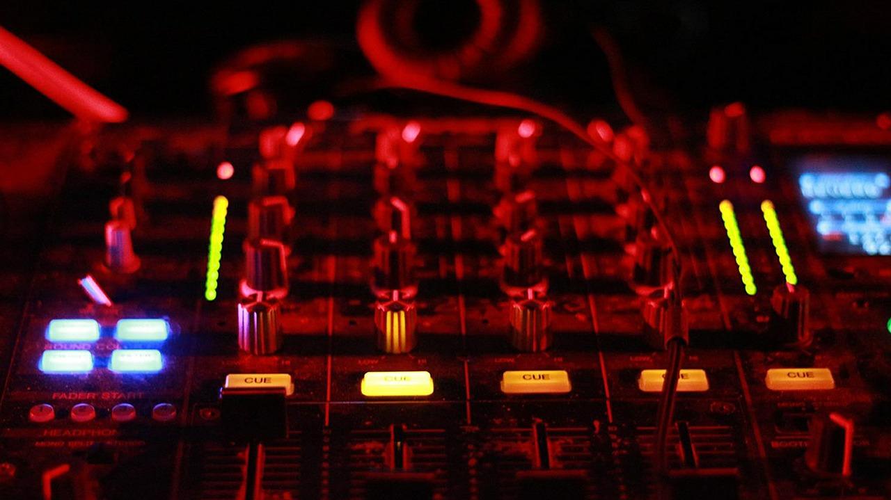 DJ Mixer - DJ Eddie Black